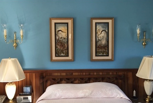 hanging picture frames side by side